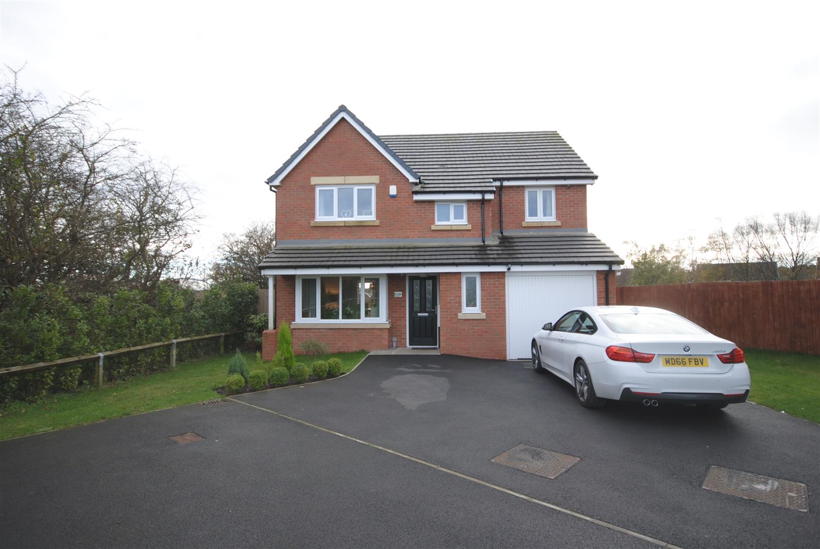 4 Bedrooms Detached House for sale in Meadow Brook, Pemberton, Wigan